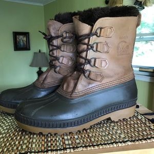 Sorel Badger leather insulated winter boots.